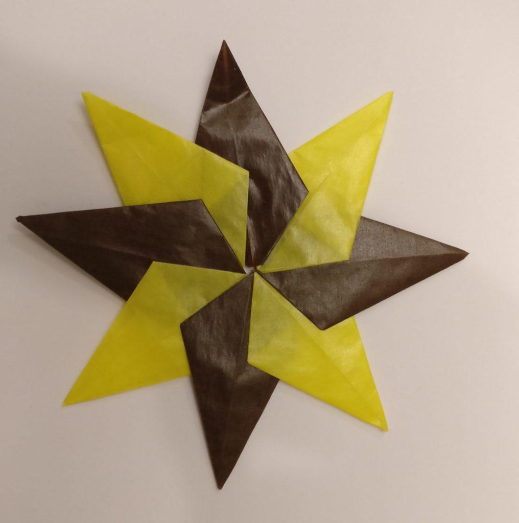 Transparentpapierstern braun gelb
